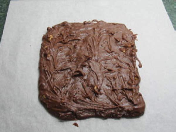 Шаг 5. Выложить шоколадный слой