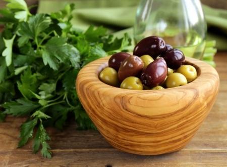 маринованные оливки и саслины