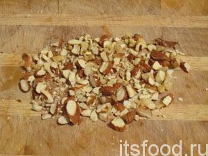 Нарубить орехи.