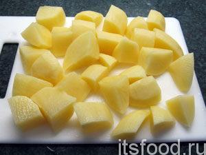Как приготовить картофельное пюре? -Легко! Картофель почистить, помыть. Нарезать на кусочки.