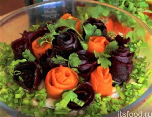 Салат с курицей и свеклой «Цветочная клумба»