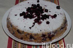 Готовый творожный манник остудить, достать из формы. Важно, не пытаться вынуть пирог из формы пока он полностью не остынет. По желанию его можно посыпать сахарной пудрой, украсить ягодами или полить сиропом. Приятного чаепития!