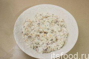 Добавить рис. И еще раз аккуратно перемещать, чтобы не раздавить рис. Творожная паста для бутербродов готова!
