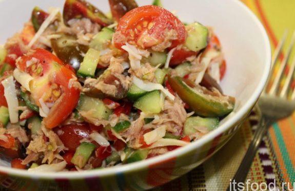 Овощной салат с консервированным тунцом - рецепт