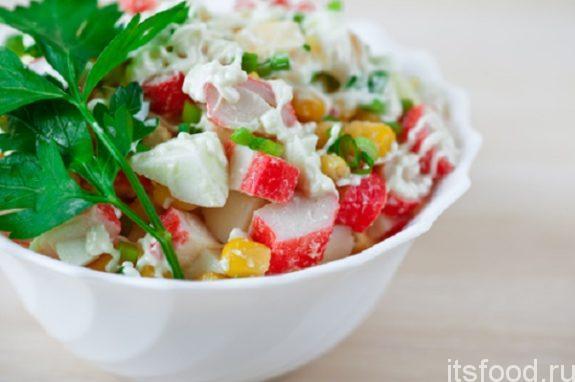 Салат из крабовых палочек - рецепт с фото