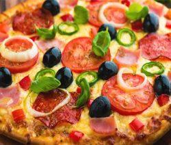 Пицца с ветчиной и сыром - рецепт с фото