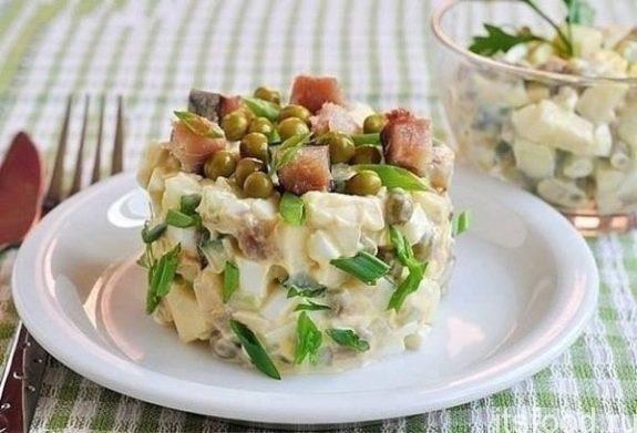 Салат из кальмаров и зеленым горошком - очень вкусный рецепт с фото