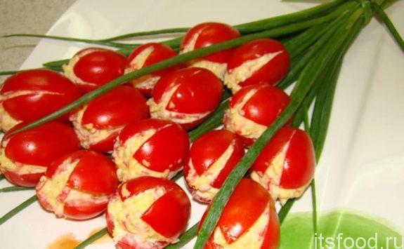 Салат «Тюльпаны» из помидоров - пошаговый рецепт