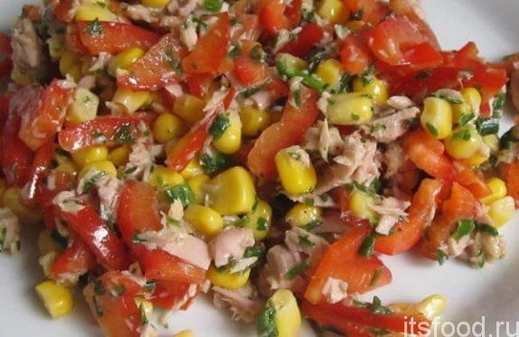 Салат с консервированным тунцом и кукурузой - рецепт с фото