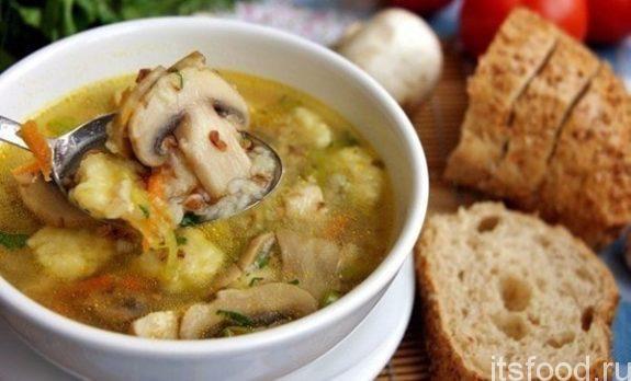 Гречневый суп с картофельными клецками и грибами