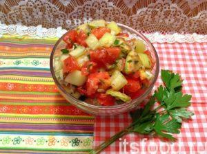 Подавать салат из жареных кабачков можно теплым или холодным. Также можно выкладывать его, как кабачковую икру, на хлеб.