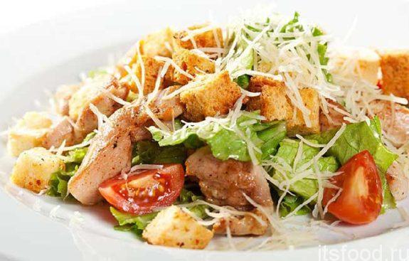 Салат «Цезарь» с курицей: классический простой рецепт