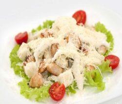 Салат «Цезарь» с курицей в домашних условиях - рецепт с фото