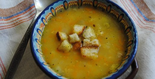 Сытный гороховый суп на копченостях