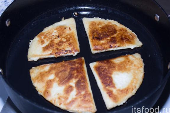 «Ленивые» чебуреки из лаваша - рецепт с фото: пошагово на сковороде