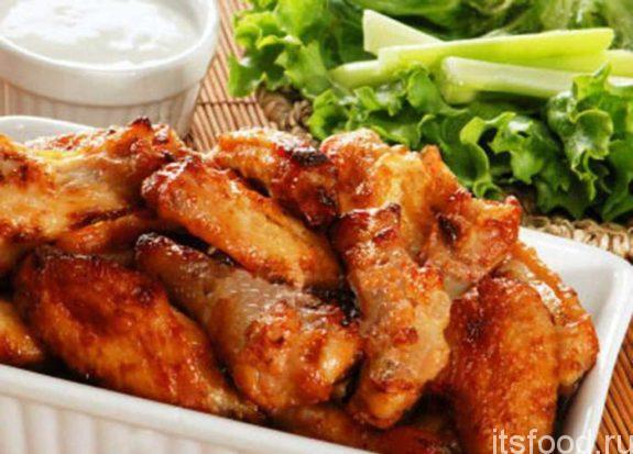 Куриные крылышки в панировке на сковороде