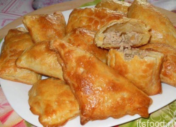 Пирожки из слоеного теста на сковороде - рецепт