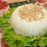 Простой и вкусный слоеный салат с мясом - рецепт с фото