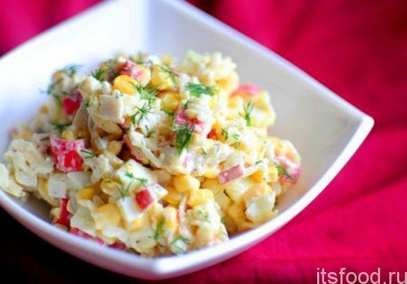 Салат с крабовыми палочками и курицей - очень вкусный рецепт с фото