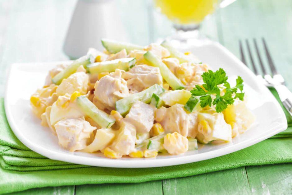Сочный салат с ананасами