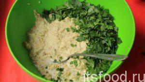 По консистенции, начинка должна напоминать тесто на оладьи.