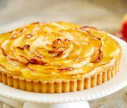 Рецепт яблочного пирога с розмарином на скорую руку