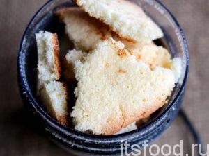Печенье растолочь или смолоть в кофемолке (для получения муки).