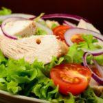 salaty na novyj god iz kuricy min