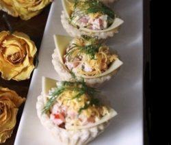 Салат с тунцом консервированным и помидорами - простой рецепт
