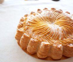"Пирог из слоеного теста ""Питивьер"" - рецепт с фото"