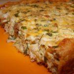 Пирог из слоеного теста с курицей и сыром