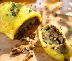 Куриные рулетики с грибами и сыром в духовке - рецепт с фото