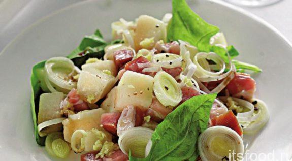 Вкусный салат с копченой курицей - рецепт с фото