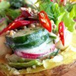 Салат «Дачный» в теплом картофеле