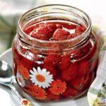 Как варить клубничное варенье с целыми ягодами