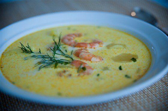 Сырный суп с макаронами и креветками