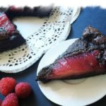 Миндальный торт с малиной и грушами - рецепт с фото