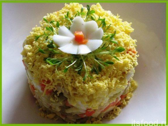 Очень вкусный салат с вареными кальмарами «Нежный»