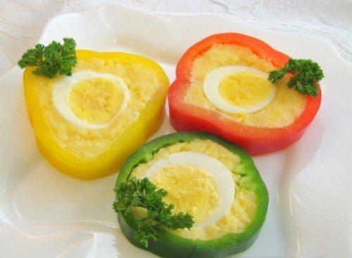 Перцы фаршированные яйцами