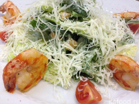 Салат с квашеной капустой и креветками