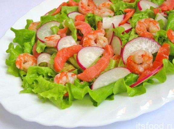 Вкусный и простой салат с редисом и креветками - пошаговый рецепт с фото