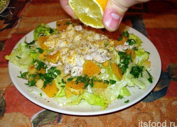 Салат с зеленым салатом и индейкой
