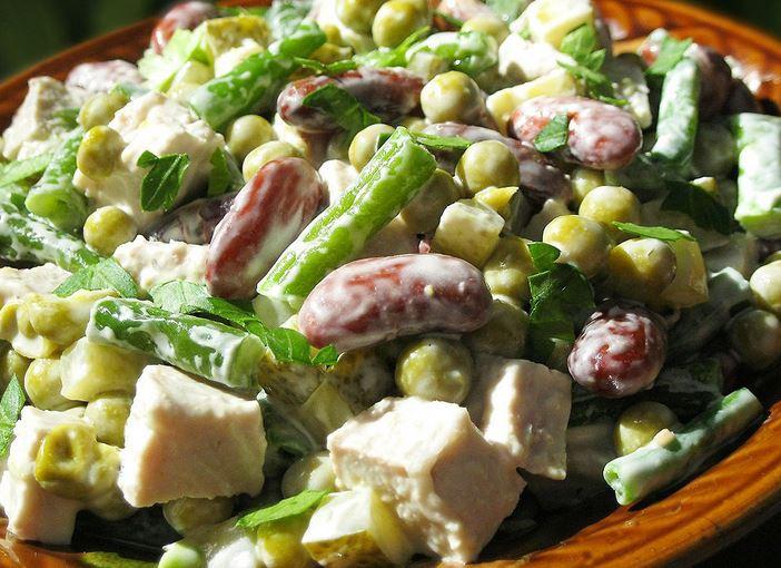 Салат с солёными огурцами рецепт пошагово