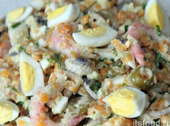 Самый вкусный и простой рецепт салата с креветками и яйцом