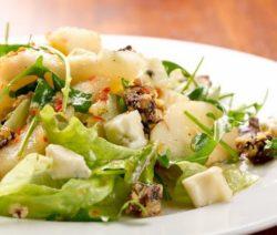 Салат с курицей, яблоком и сыром - рецепт