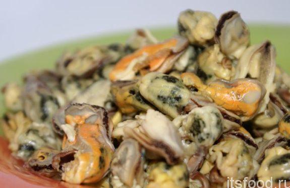 Очень вкусный салат из мидий - пошаговый рецепт с фото