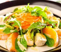 Салат с идейкой и фруктами