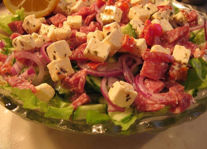Салат из колбасы копченойы с фото