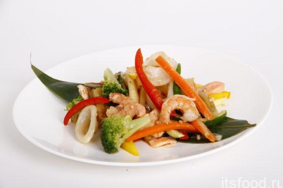 Салат с морепродуктами и морковью