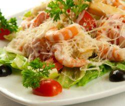 Салат с морепродуктами и курицей
